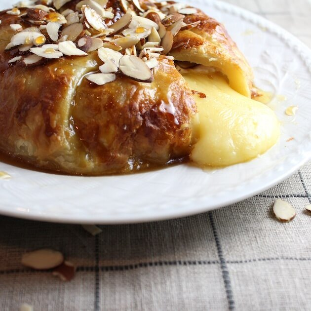 Baked Brie in Puff Pastry with Honey and Almonds ooze CU