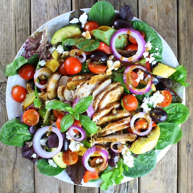 Plate of fresh veggies with sliced grilled Chicken