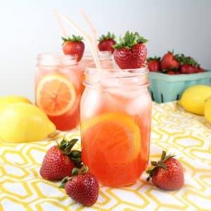 Vodka lemonade in mason jar