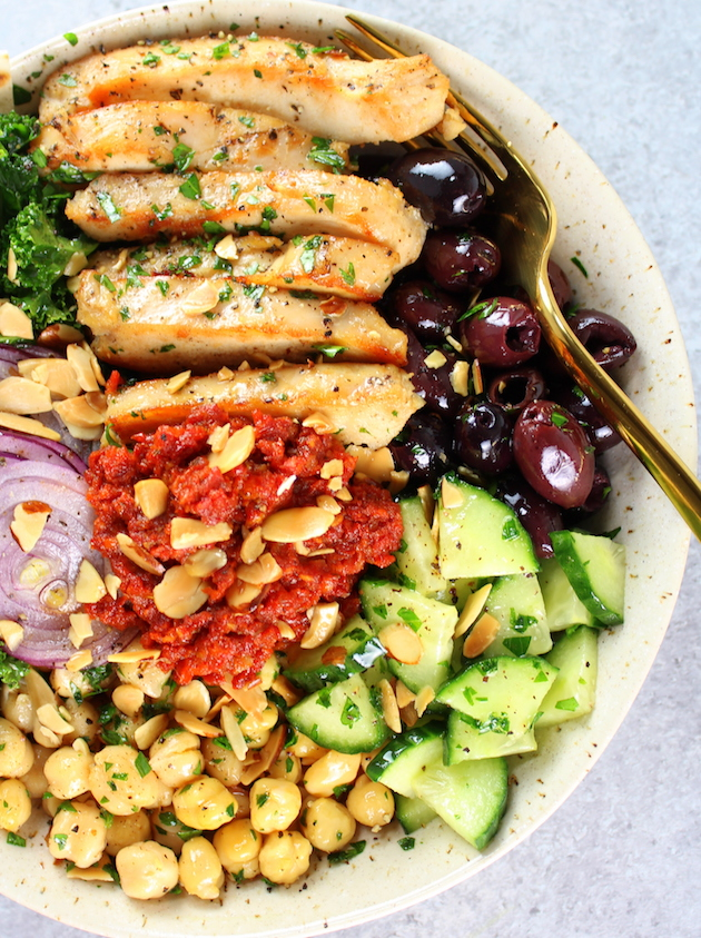 Chicken Kale Energy Bowl with Italian Sun-Dried Tomato Sauce Image - Low carb salad packed with protein, veggies, grains and lots of fiber! Easy weeknight dinner.