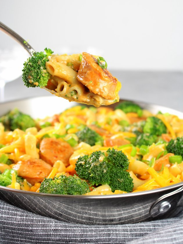 Spoonful of Buffalo Chicken Broccoli Mac and Cheese