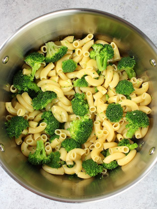 Buffalo Chicken Broccoli Mac and Cheese Pasta and Broccoli cooking Image and Recipe