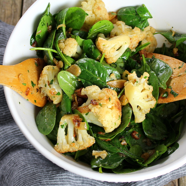 Salad with spinach and cauliflower