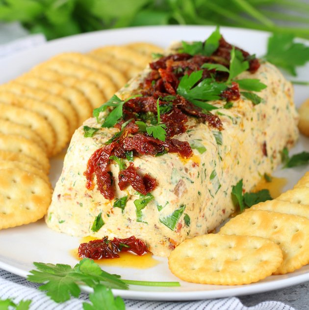 Bacon Ranch Cheese Log Appetizer