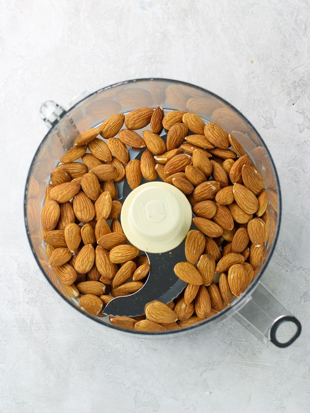 Raw almonds in food processor - how to make almond meal
