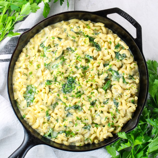 skillet of mac and cheese pasta