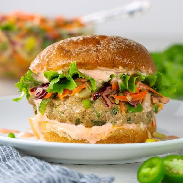 eye level asian tuna burger with sriracha aioli