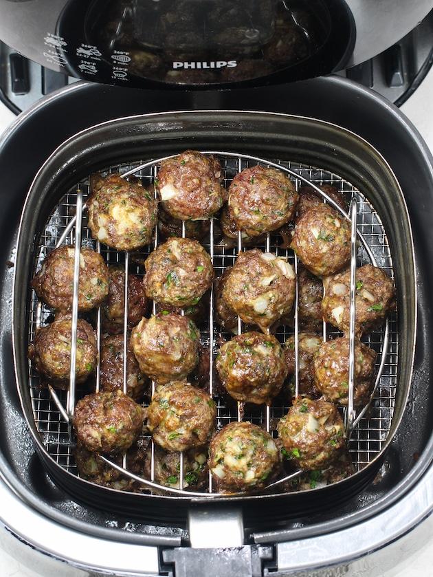 air fryer cooking meatballs