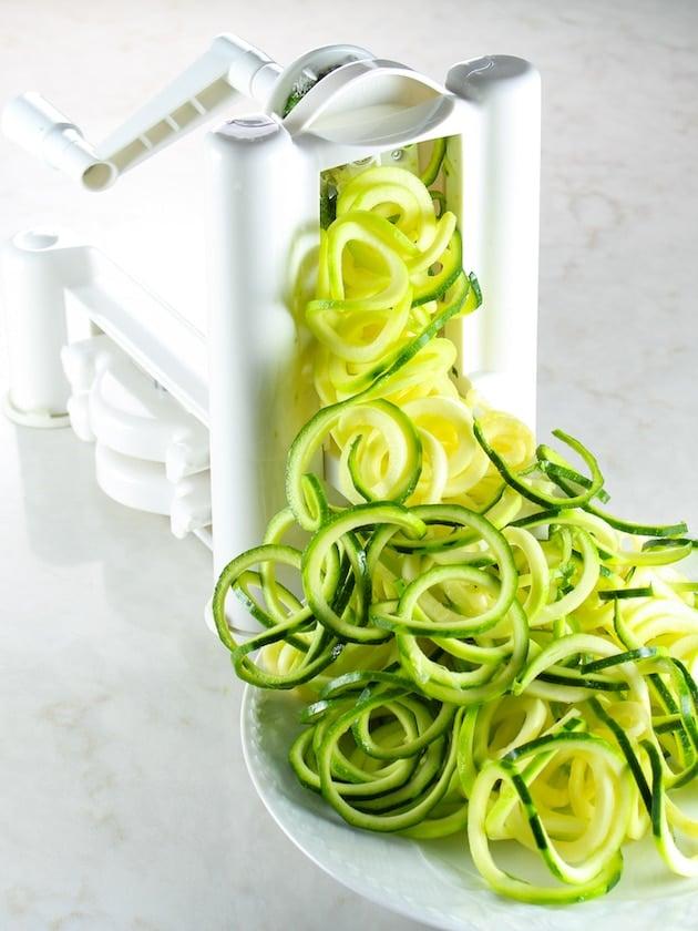 veggie spiralizer making zucchini noodles